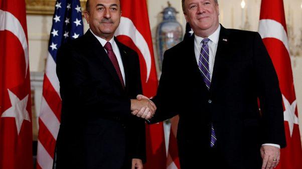 وزير خارجية تركيا يقول إنه بحث مع بومبيو الخطوات المحتملة في إدلب ومنبج بسوريا