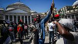 Spari contro ambulante: oggi presidio