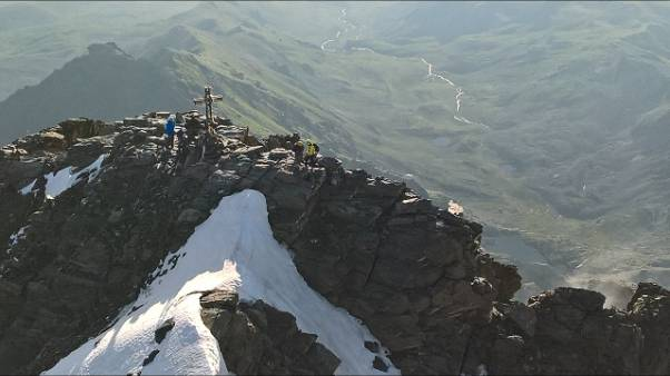 Illesi alpinisti bloccati sul Monviso