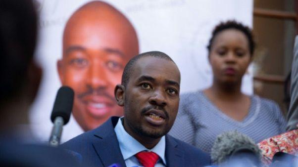"""Présidentielle au Zimbabwe: l'opposant Chamisa rejette la """"frauduleuse"""" victoire de Mnangagwa"""