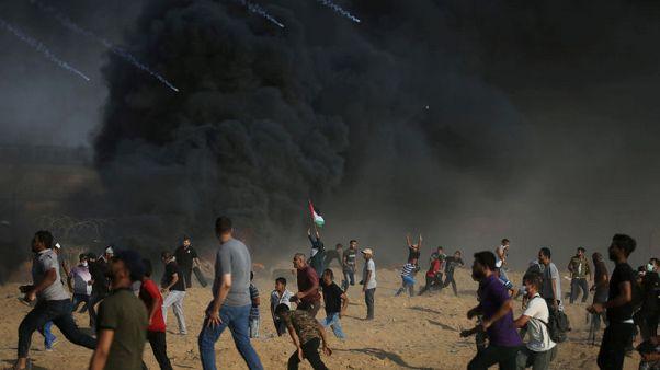 القوات الإسرائيلية تقتل فلسطينيا على حدود غزة واستمرار جهود التهدئة