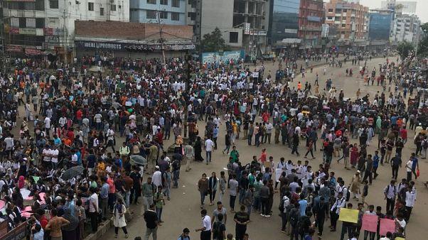 احتجاج طلابي في بنجلادش يثير قلق السلطات قبل الانتخابات العامة