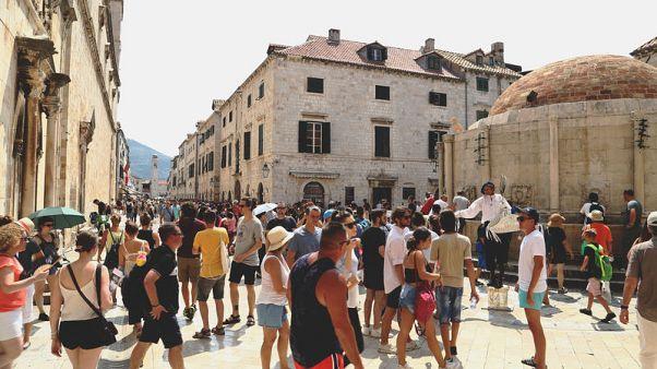 مدينة دوبروفنيك الكرواتية تقيد عدد السياح لمواجهة الزحام