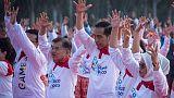 رئيس إندونيسيا يشارك الآلاف في أداء رقصة البوكو بوكو