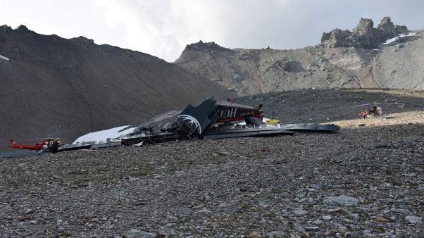 مقتل 20 في سقوط طائرة في جبال الألب بسويسرا