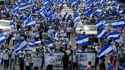 Des manifestants marchent dans les rues de Managua le 4 août 2018