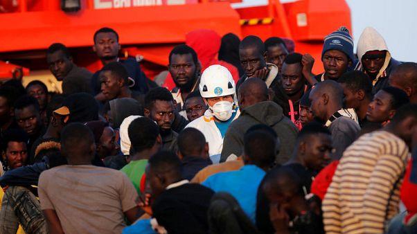 إنقاذ قرابة 400 مهاجر قبالة ساحل إسبانيا مطلع الأسبوع