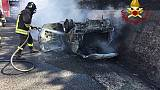 Auto a fuoco dopo incidente A1, 2 morti