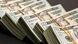 الدولار يتجه لأعلى مستوى في عام في ظل المخاوف التجارية