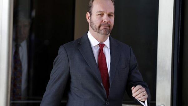 مساعد سابق لترامب يقول في محاكمة مانافورت إنه ساعد في تقديم إقرارات ضريبة مزيفة