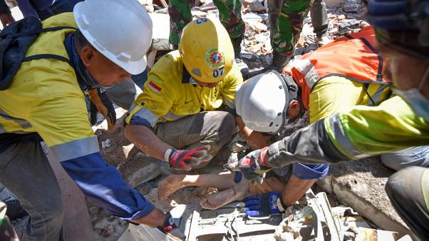 As death toll on Indonesia's Lombok tops 100, thousands wait for aid
