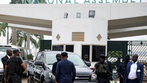 Nigerian security forces temporarily block lawmakers from entering parliament
