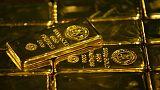 الذهب يصعد مع تراجع الدولار وسط إقبال على الشراء بدعم انخفاض السعر