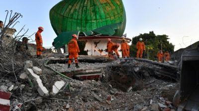 Séisme en Indonésie: des sandales devant une mosquée font craindre de nouvelles victimes