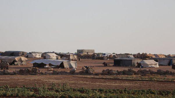 القوات التركية تمثل حماية لسكان قرية في إدلب السورية من هجوم