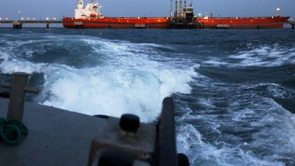 فنزويلا تتفادى مصادرة الأصول بنقل نفطها بين السفن في البحر