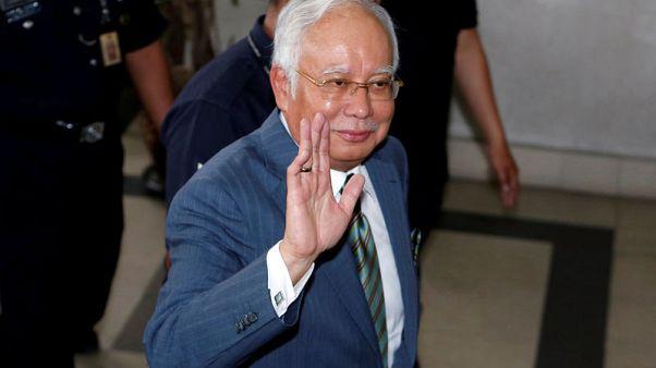 رئيس وزراء ماليزيا السابق نجيب يدفع ببراءته من تهم غسل أموال