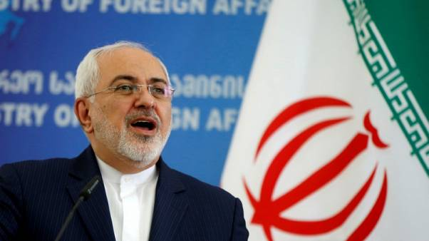 ظريف: أمريكا لن تستطيع منع إيران من تصدير النفط