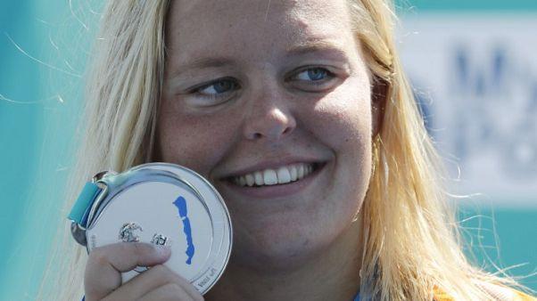 فان رويندال تفوز بسباق خمسة كيلومترات في بطولة اوروبا للسباحة