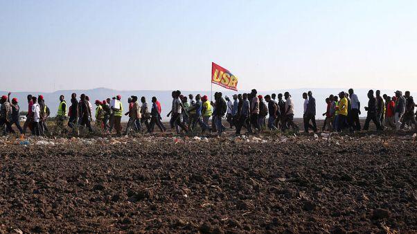 احتجاج مهاجرين أفارقة بإيطاليا بعد سقوط قتلى في حادثين مروريين