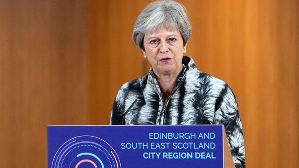 رئيسة وزراء بريطانيا توبخ جونسون على تصريحاته بشأن البرقع