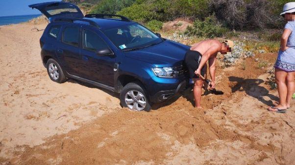 Con suv in spiaggia, multa da 600 euro