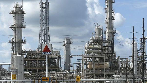 النفط يهبط حوالي 4% بفعل تباطؤ الطلب الصيني والنزاع التجاري بين الصين وأمريكا