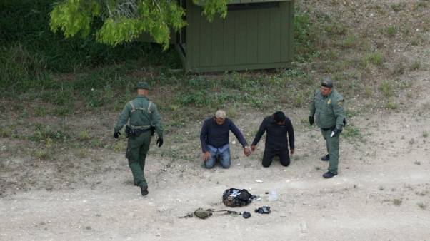 U.S.-Mexico border arrests fall in July, fewer unaccompanied children