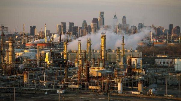 مخاوف الإمدادات ترفع أسعار النفط مع تجدد عقوبات أمريكا على إيران