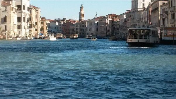 Cede pontiletto su Canal Grande,4 feriti