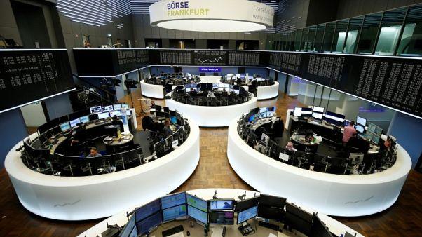 شركات المنتجات الاستهلاكية تدعم الأسهم الأوروبية لكن مخاوف التجارة تكبح المكاسب