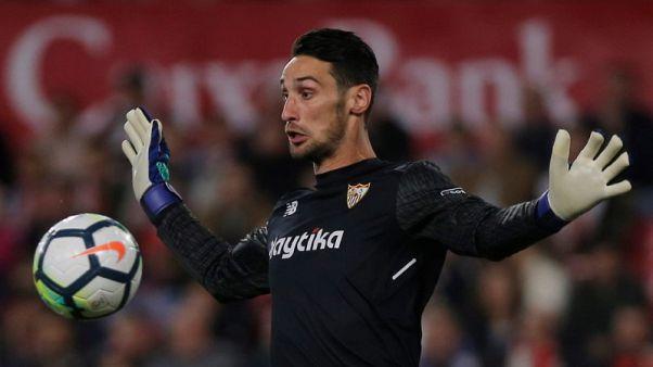 Soccer - Spanish goalkeeper Rico joins Fulham on loan from Sevilla