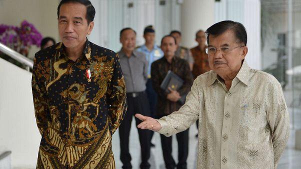 رئيس إندونيسيا يختار رجل دين نائبا له في اقتراع 2019 وجنرال سابق يخوض السباق
