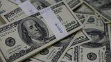 الدولار الأمريكي يصعد بدعم من اقتصاد قوي والاسترليني يهبط لأدنى مستوى في عام