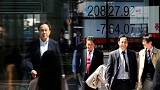 نيكي الياباني يبلغ أدنى مستوى في شهر مع تراجع الأسهم القيادية