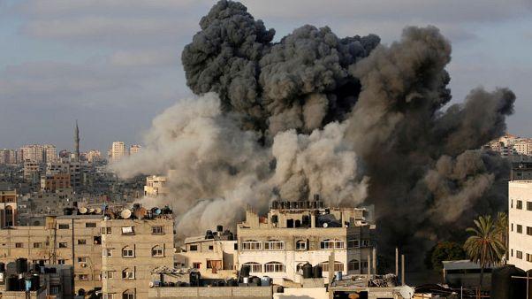 توقف القصف بين إسرائيل وحماس بعد الهدنة والفلسطينيون يستأنفون الاحتجاجات