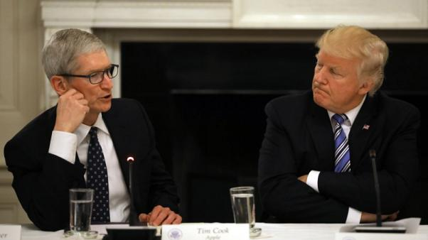 Trump says he will have dinner with Apple CEO Cook on Friday