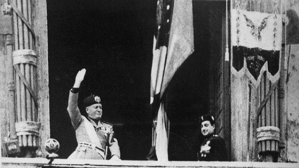 Immagine di Mussolini in un bar, rimossa