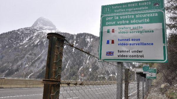 Estate, un'ora di attesa al Mt. Bianco