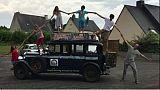 A bord d'une berline de 1928, la famille Zapp sillonne les 5 continents
