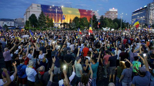 احتشاد الرومانيين من جديد في احتجاجات ضد الحكومة والفساد