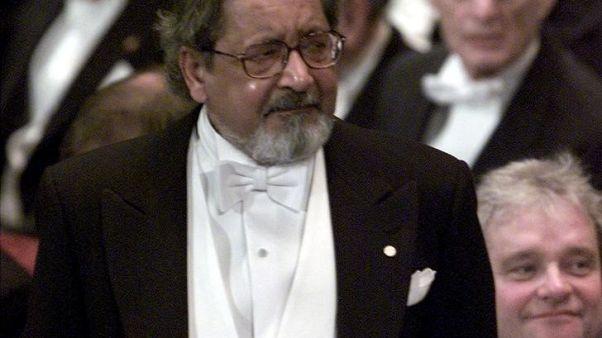 بي.بي.سي: وفاة الروائي نيبول الحائز على جائزة نوبل في الأدب عن 85 عاما