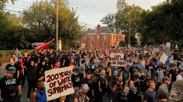 مئات ينزلون لشوارع تشارلوتسفيل الأمريكية في ذكرى مسيرة لليمين المتطرف