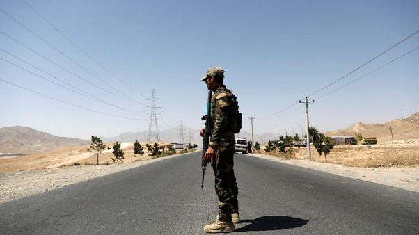 احتدام القتال في غزنة بوسط أفغانستان مع تقدم طالبان للسيطرة عليها