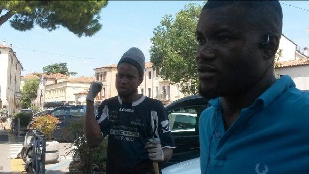 Padova, migranti stradini 'volontari'