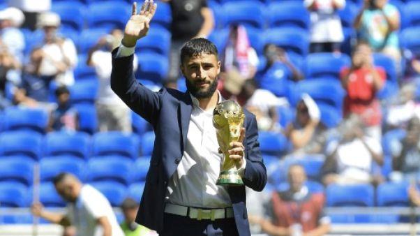 Ligue 1: Fekir présente la coupe du monde au Groupama stadium