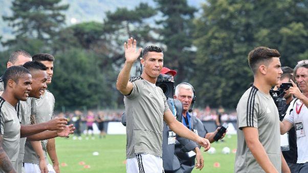 Juve: Ronaldo in campo, pioggia applausi