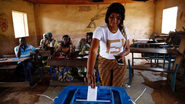 ناخبو مالي يدلون بأصواتهم وسط إجراءات أمنية مكثفة لمواجهة خطر المتشددين