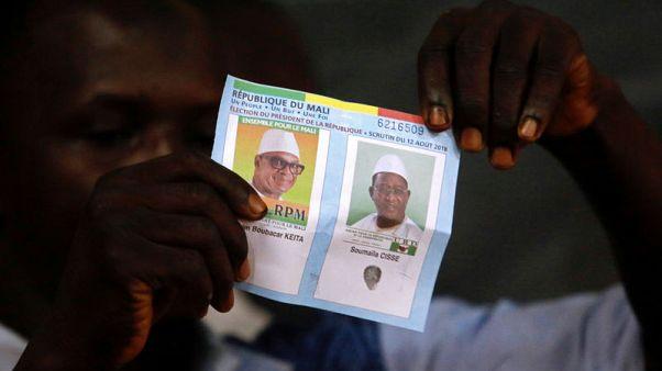 تهديدات المتشددين تغلق كثيرا من مراكز الاقتراع في انتخابات مالي