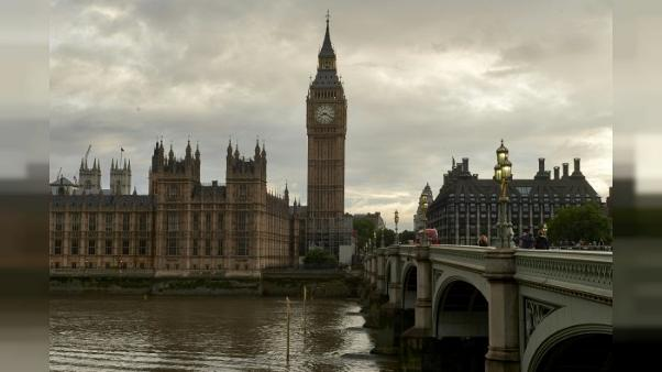 GB: une voiture fonce sur les barrières de sécurité du Parlement, plusieurs blessés